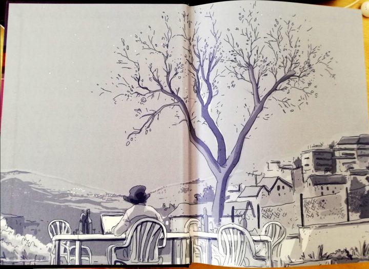 Immagine di introduzione di Pigiama Computer Biscotti, in cui l'autore è ritratto a disegnare in un panorama all'aperto